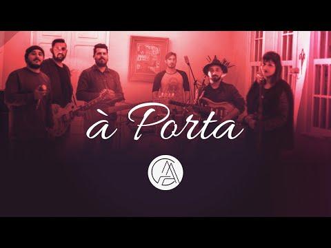 À PORTA - um filme por Projeto CASA