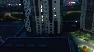 Арбан строит Лайнер дом  (Liner) ночью в жилом комплексе SkySeven 2