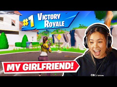 getting my girlfriend her FIRST win in fortnite!