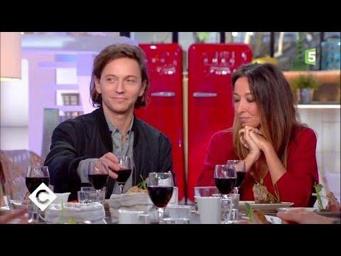 Saphia Azzedine et Raphaël au dîner - C à Vous - 21/09/2017