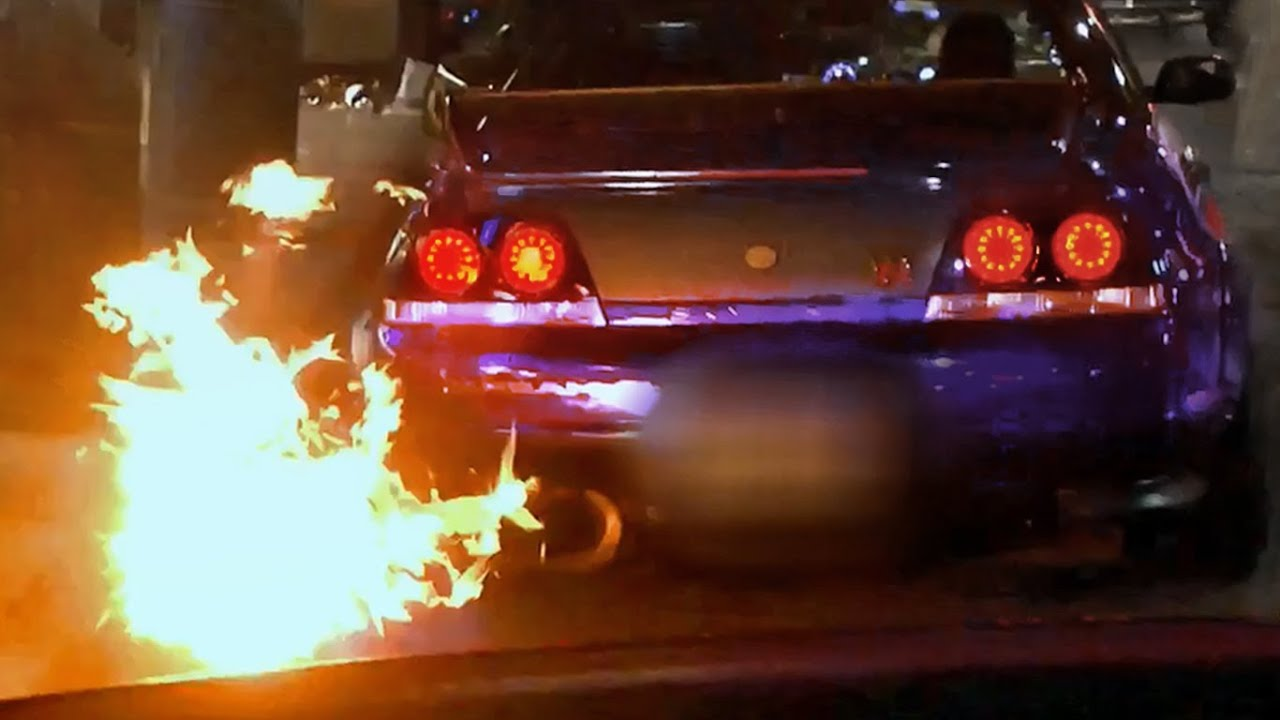 Car Spitting Flames Wallpaper Fire Shooting Nissan Skyline R33 Gtr In London Madness