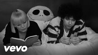 Watch Raveonettes Christmas Song video