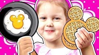 МИННИ МАУС Повар Кто заказывал вафли Мама не хочет идти в Вафельную Кухня Minnie Mouse