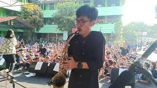Sejedewe live perform SMA negeri 18 Jakarta Utara -Cinta di pantai bali