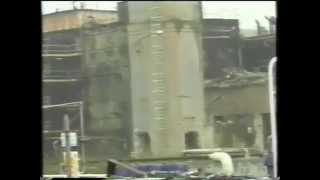 Demolizione ciminiera raffineria eni di Rho 3 Nov 1999