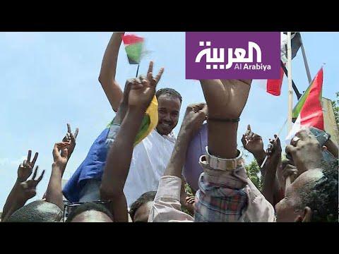 السودانيون يحتفون بمراسل العربية بعد توقيع الاتفاق  - نشر قبل 5 ساعة