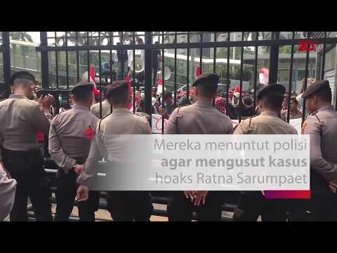 Puluhan Mahasiswa Demo Minta Polisi Usut Hoaks Ratna Sarumpaet