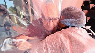Ivrea, stanza degli abbracci gonfiabile: l'affetto ritrovato nella Rsa