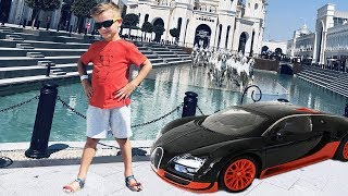 Машинка Бугатти водит Марка по отелю и парку The Land of Legends.