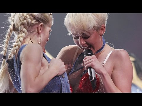 Miley Cyrus - Do My Thang Live Bangerz Tour Vancouver