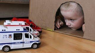 Сеня играет в машинки игрушки и спасает Полицейскую и  Пожарную машины и Скорую помощь из пещеры