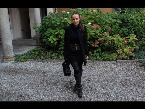 donna con gonna e stivali scopata