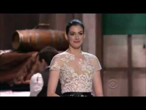 Anne Hathaway sings Shes Me Pal to Meryl Streep
