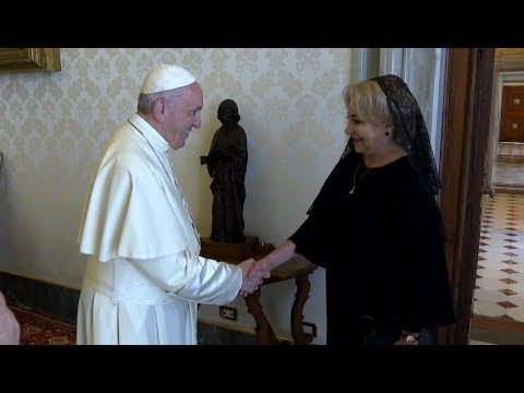 Prime minister of Romania presents Holy Father with tree, seeds for Vatican Gardens