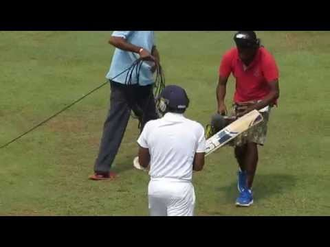Mahela walks in to bat for the last time in a Test Cricket Match - SL vs Pak