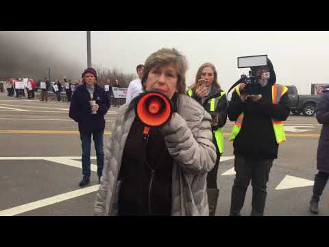 AFT President Randi Weingarten stands with WV teachers during 2018 strike