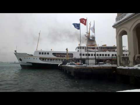 İstanbul Beşiktaş Vapur İskelesi | Deniz Martı Sesi Vapuru Beklerken