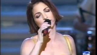 GLORIA ESTEFAN- TVE 2000 COMO DUELE PERDERTE