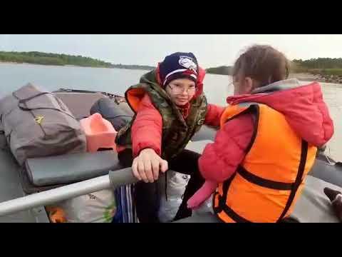 Вопрос: Как грести на надувной лодке?