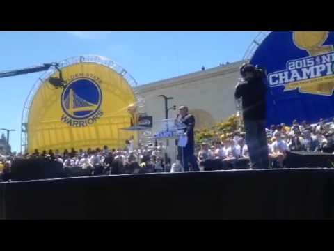 Stephen Curry Brings Larry Brown NBA Title Trophy - Zennie62