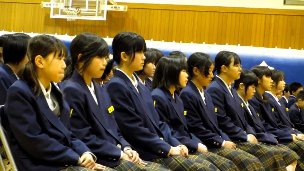 2011.3.16 泉川中学校卒業式で送辞を読む河野君。   by niihamasdp