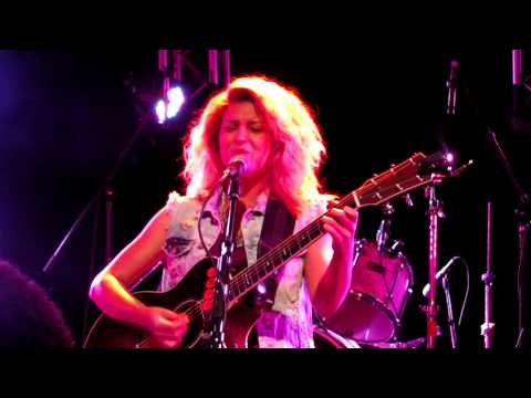 Tori Kelly- Upside Down (Live in Downtown Nashville)