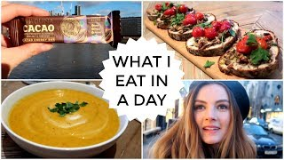 24. What I Eat In A Day | Niomi Smart