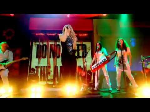 Shakira - She Wolf - Live On Friday Night With Jonathan Ross