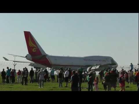 Boeing 747-481/BDSF Yangtze River Express - landing LKPR RWY24