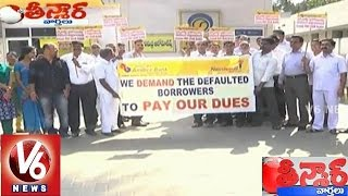 Gandhigiri by Andhra Bank employees in front of Petrol Bunk - Teenmaar News (24-01-2015)