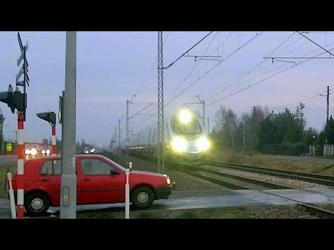 Pendolino - Przejazd kolejowy niestrzeżony - Blachownia 2014.12.17.