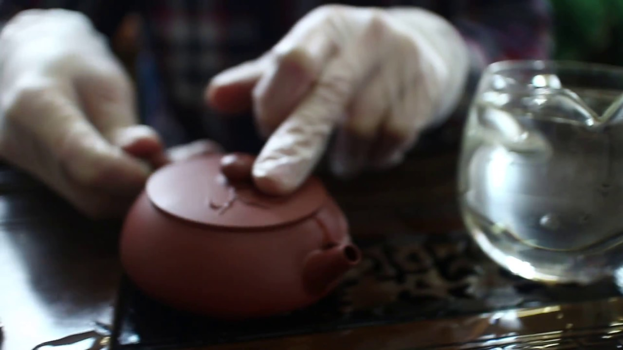 Вы можете купить в нашем магазине только настоящие авторские исинские чайники, разные объемы, разные пласты исинской глины.