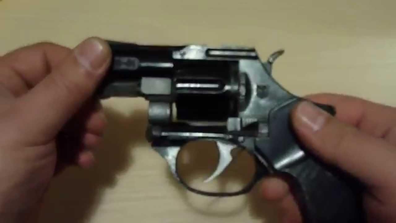 Удобство использования. Классическая конструкция револьвера понятна в эксплуатации. Длина 185 мм. Высота 143 мм. Толщина 36 мм. Масса всего 720 грамм.