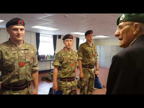 World War 2 vet Ted Owens talks to Commando hopefuls