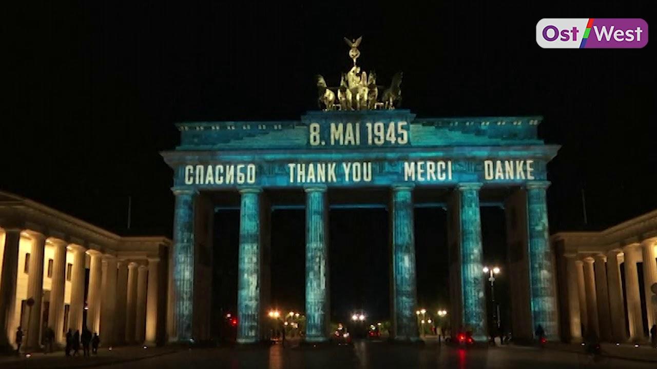 Бранденбургские ворота в Берлине вечером 8 мая 2020 года