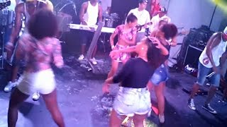 Video Tranca o bumbum - Guettho é Guettho na The Hall 07/11/2014 download MP3, 3GP, MP4, WEBM, AVI, FLV Mei 2018
