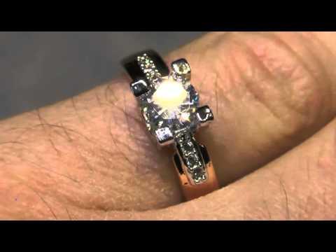 Посылка. Кольцо с бриллиантом 18 К обручальное