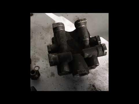 VOLVO FH13 4х контурный клапан замена. Защитный клапан Вольво.