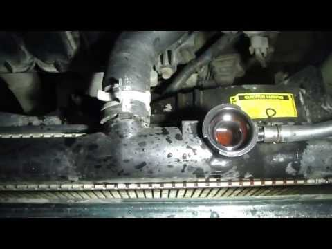 How to change coolant fluid Toyota Corolla VVTi-engine. Years 2000 to 2008   (34)
