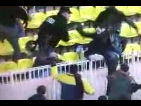09/10 AS Monaco - OGC Nice Brigade Sud ultras invade the pitch to attack Monaco Fans