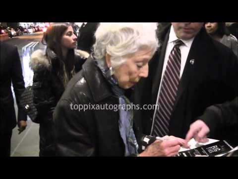 Margaret Keane - SIGNING AUTOGRAPHS while promoting Big Eyes in NYC