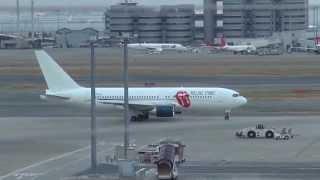 2014羽田空港からベロマークのストーンズ専用機で離日 お見送りの様子.
