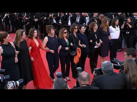 شاهد: مسيرة لنجمات مهرجان كان تضامناً مع حقوق المرأة الفنية  - 22:21-2018 / 5 / 12