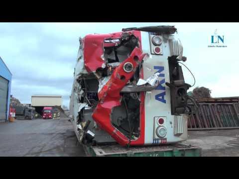 Ab in die Schrottpresse: AKN-Züge werden zerkleinert