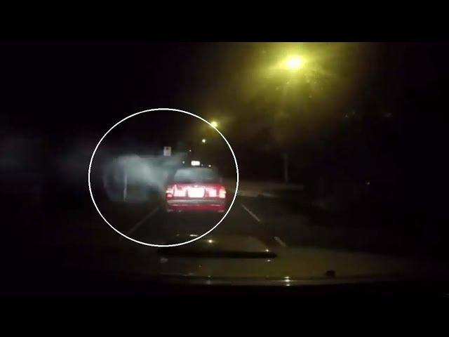 Una \'dashcam\' graba el ataque demoníaco a un taxi en Hong Kong