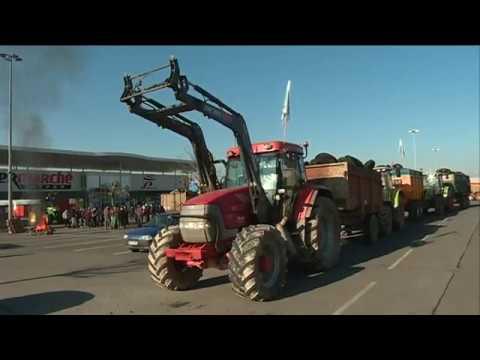 Manifestation de la FNSEA des Deux-Sèvres devant une grande surface de Niort