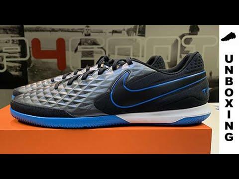 Gaseoso Estrecho Dormitorio  Nike Tiempo Legend 8 Academy IC Under The Radar - Black/Blue Hero - YouTube