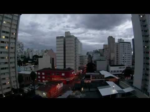 Anoitecer no centro de Campinas, SP - 9/02/2013