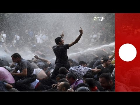 Armenia protest: Police use water cannons on crowd