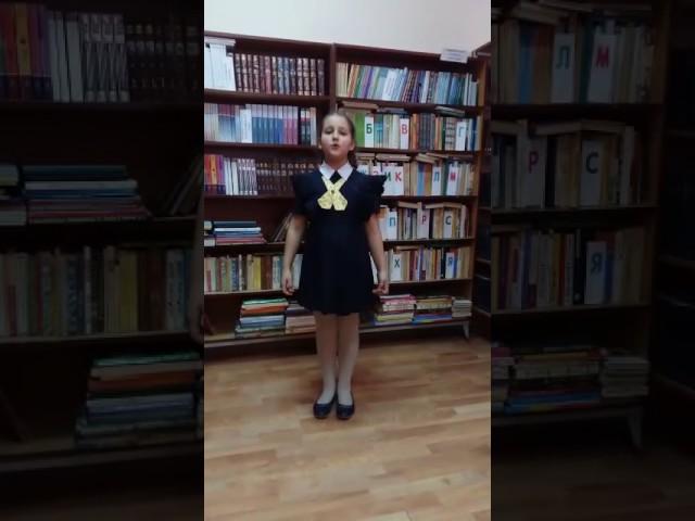 Изображение предпросмотра прочтения – ДарьяЛастовка читает произведение «Ласточки» А.Н.Майкова